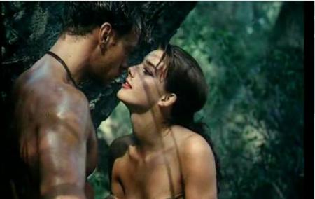 有一部欧美色电影 女主角将一个原始人带回家
