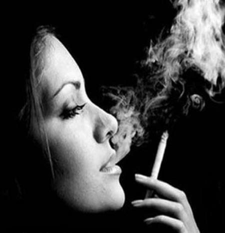 求这个女的用的头像大图 非主流伤感抽烟的 q823045634 跪求