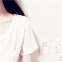 求类似跟这的差不多的白衬衫露锁骨不露脸的头像