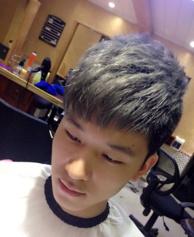 男生直刘海两边剃短发型三图片