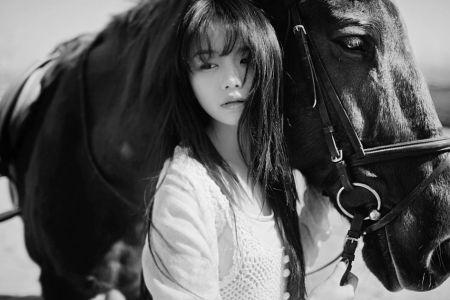 qq头像,伤感唯美女生,黑白的,最好是背影,要图片