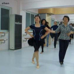石钟琴:不能结婚,说实在的,舞蹈演员本身的艺术青春就是短暂的,所以图片