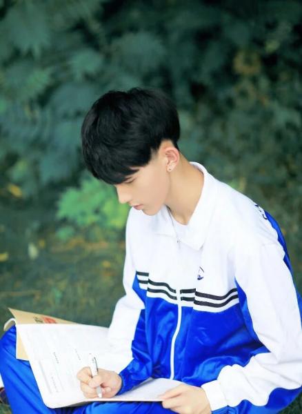 郭俊辰这个发型叫什么,用烫吗,如果用,怎么烫图片