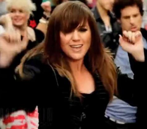 请问这个欧美的女歌手叫什么名字?