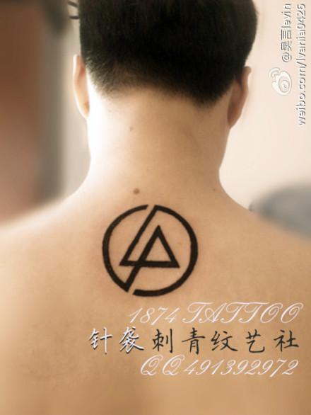 求几个男生纹身后脖子图腾图片