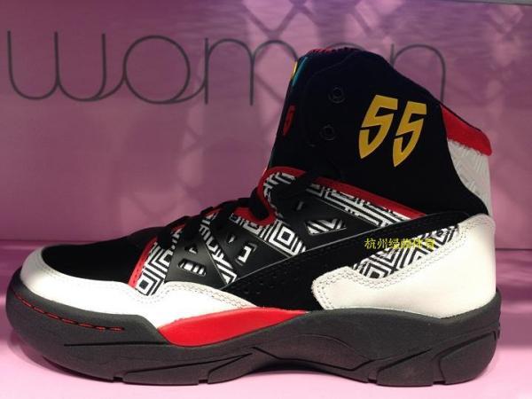 adidas三叶草2013冬季穆托姆博复古篮球鞋该怎么搭配衣服穿,最好有