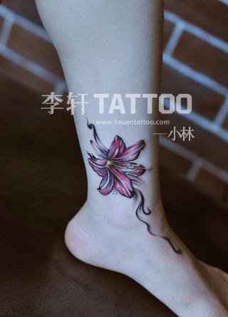 有适合女生的小纹身图案,最好是花朵的,纹在肩头或脚踝上的图片