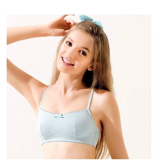 求14岁左右的小美女穿小背心照片,单纯的图片