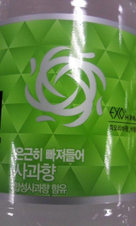 这是什么饮料,exo代言的,上面有他们的logo