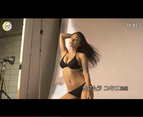 这位日本美女是谁 上面的日文是什么意思
