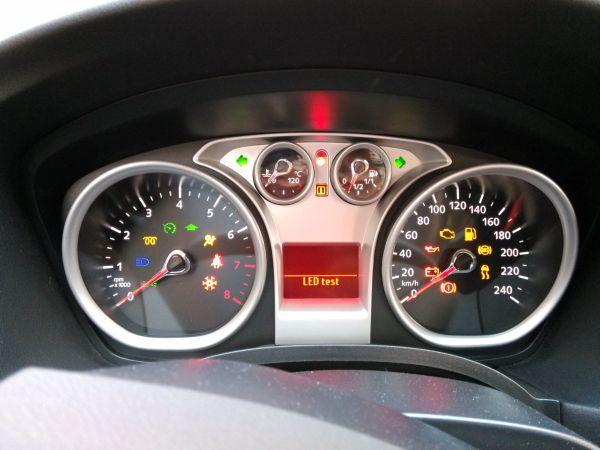 升级提示、气囊故障、驾驶位安全带未系、车外霜雪低温警告.(其实高清图片