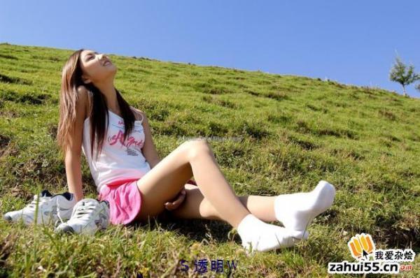 穿波鞋配白袜子的女生图片女生是16至24岁的,像1图一样,有谁有这图片