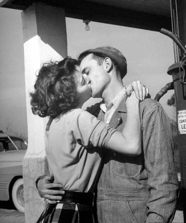 欧美黑白情侣接吻头像