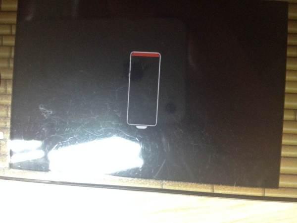 苹果4充电时,手机屏幕显示空电池图标,电池左边有几条红线