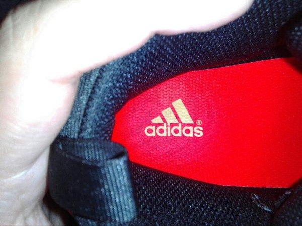 请问大家我这双阿迪达斯的篮球鞋是正品吗