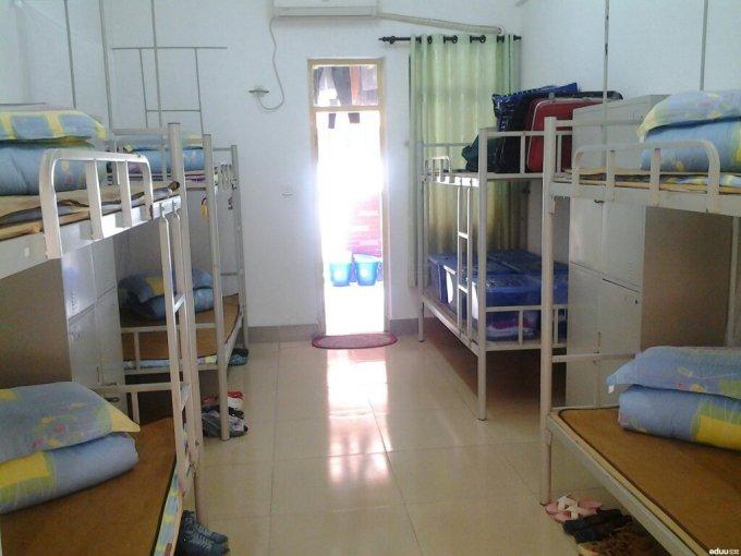 住六人宿舍是一种什么样的体验?