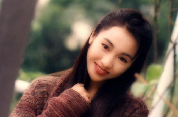 1999年,出演tvb重返电视剧《倚天屠龙记》中赵敏一角,该剧于2001年韩剧李俊硕图片
