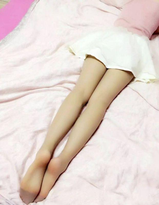 女生直�yaY�Y��&�3��_重庆女生直白.大腿又直又白,很能吸引人眼球.