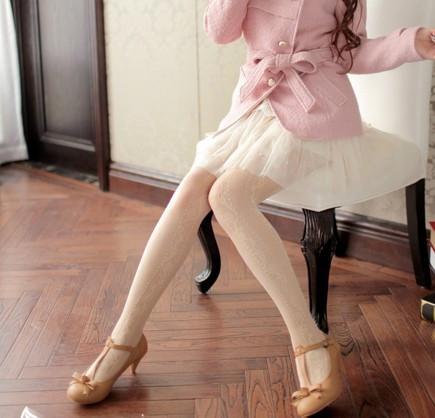 女生穿白色袜子图片