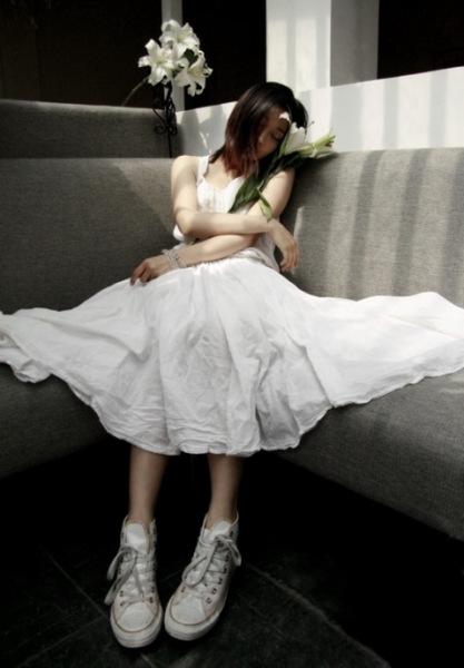 穿白色衣服的女生头像