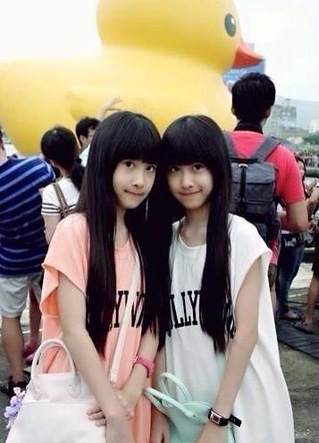 台湾sandy和mandy近照今年多大了 台湾超萌双胞胎周玗高清图片