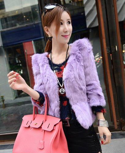 紫色半裙配什么上衣_紫色大衣衣服里面搭配什么颜色的衣服