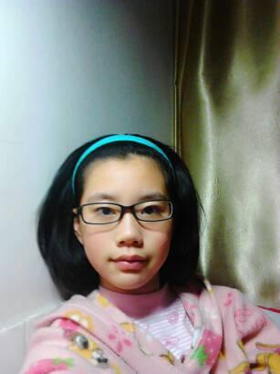 长马脸女生剪什么发型比较好看,戴眼镜,偏黑图片