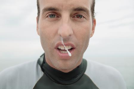 为什么每次游完泳会一直流鼻涕,有什么办法可以预防图片